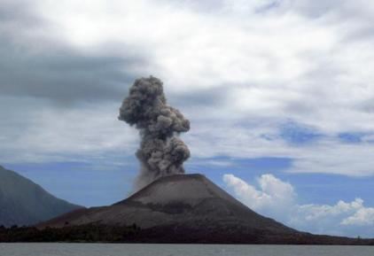 https://apaantuhdotcom.files.wordpress.com/2014/05/a8476-gunungindonesia.jpg